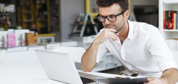 MITO OU VERDADE: COMPUTADOR FAZ MAL PARA A VISÃO?